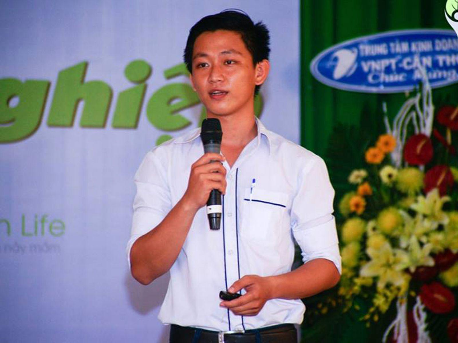 """Xuân Vinh thuyết trình tại cuộc thi """"Sáng tạo ý tưởng khởi nghiệp""""."""