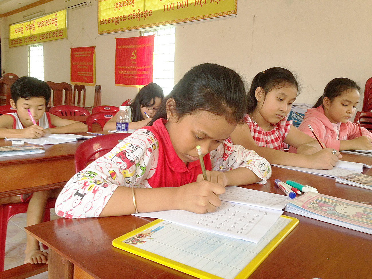 Lớp dạy chữ Khmer tại Chùa MuNiRăngSây, TP Cần Thơ. Ảnh: Ngọc Tươi