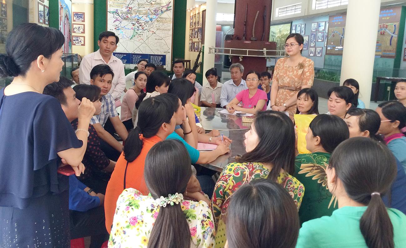 Các học viên lớp tập huấn tham gia thảo luận, thực hành các chủ đề. Ảnh: CTV
