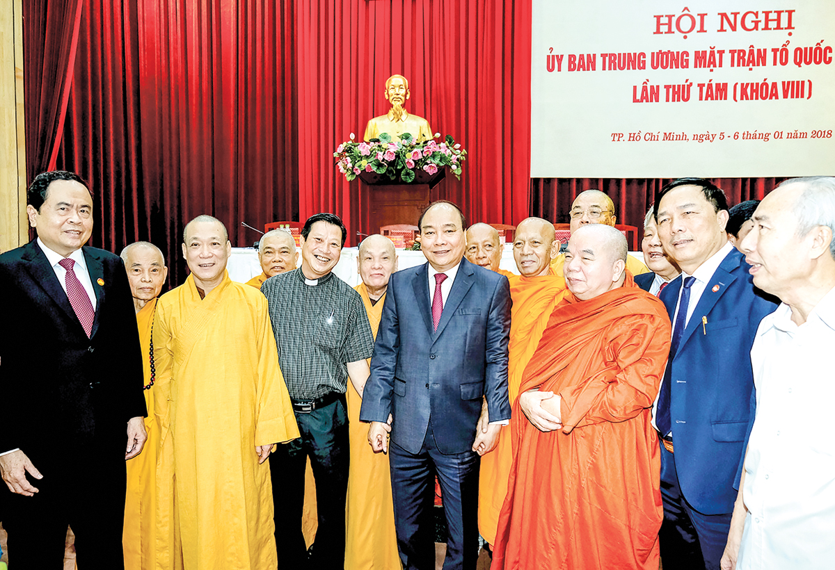 Thủ tướng Nguyễn Xuân Phúc gặp gỡ các đại biểu tại Hội nghị. Ảnh: VGP/QUANG HIẾU