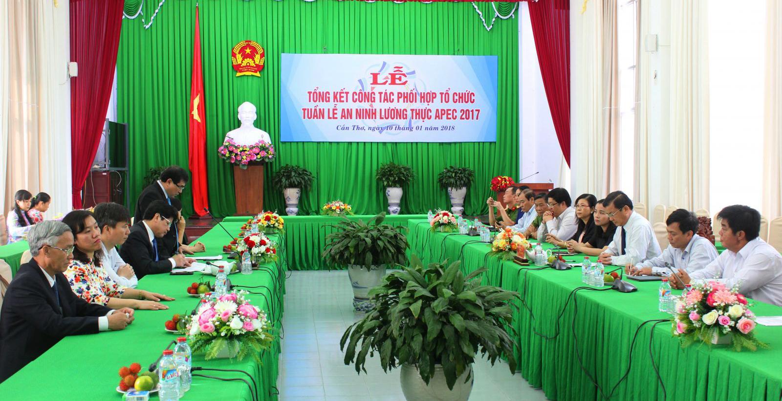 Lãnh đạo Bộ NN&PTNT và TP Cần Thơ tham dự Lễ tổng kết. Ảnh: ANH KHOA