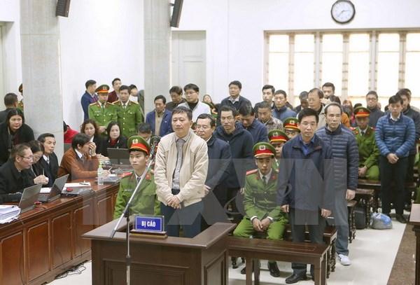 Bị cáo Trịnh Xuân Thanh và đồng phạm tại phiên tòa. (Ảnh: Doãn Tấn/TTXVN)