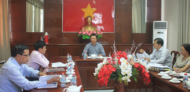 Phó Chủ tịch UBND TP Cần Thơ Trương Quang Hoài Nam chủ trì cuộc họp. Ảnh: KHÁNH TRUNG