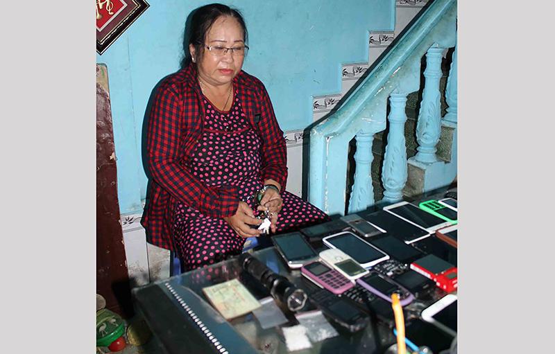 Bà trùm ma túy Trần Ngọc Thanh bị bắt cùng tang vật. Ảnh: Công an Cần Thơ