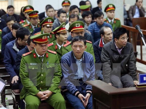 Bị cáo Trịnh Xuân Thanh và đồng phạm tại phiên tòa. (Ảnh: TTXVN)