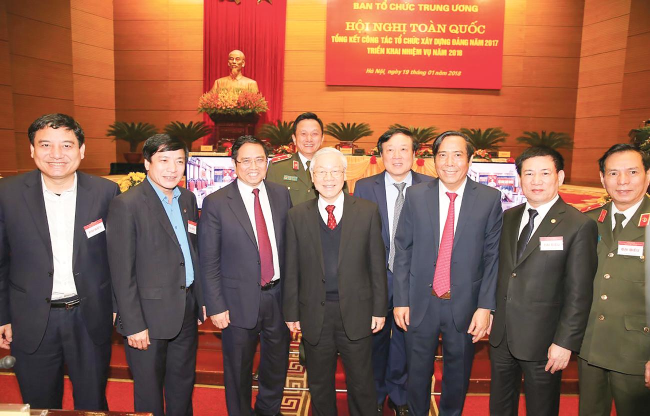 Tổng Bí thư Nguyễn Phú Trọng với các đại biểu dự hội nghị. Ảnh: TRÍ DŨNG (TTXVN)