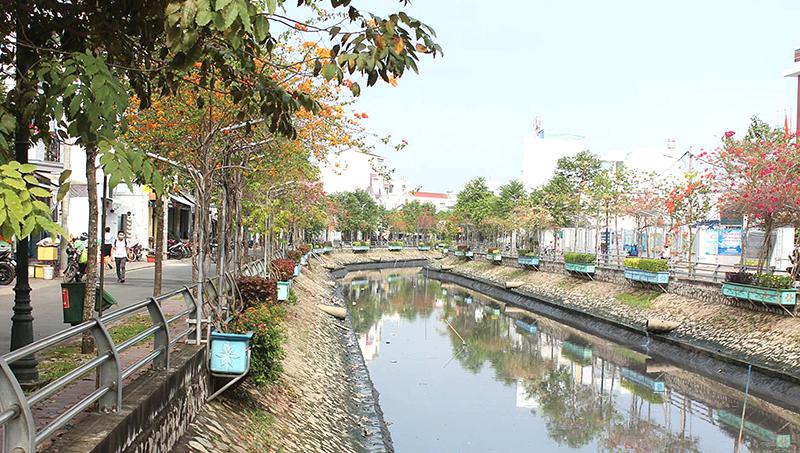 Rạch Tham Tướng - một trong những nơi thành phố có nhu cầu xử lý nước nhằm đảm bảo môi trường, nâng cao chất lượng cuộc sống người dân. Ảnh: ANH KHOA