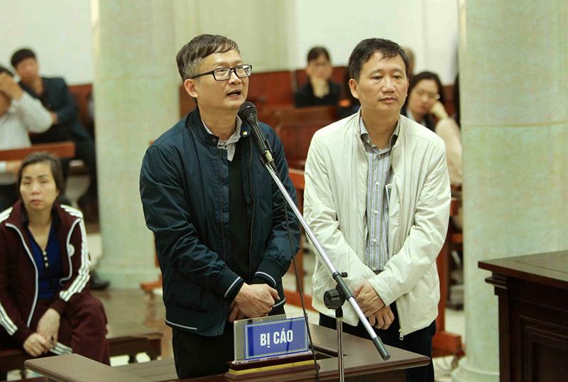 Bị cáo Đinh Mạnh Thắng (bên trái) và bị cáo Trịnh Xuân Thanh (bên phải) tại phiên tòa. Ảnh: AN ĐĂNG-TTXVN