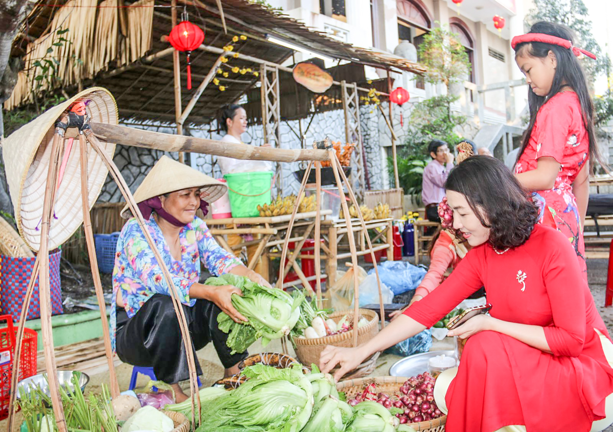 Một góc chợ quê ngày Tết.