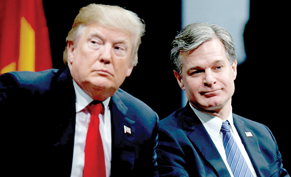 Tổng thống Trump (trái) và Giám đốc FBI Wray. Ảnh: AP