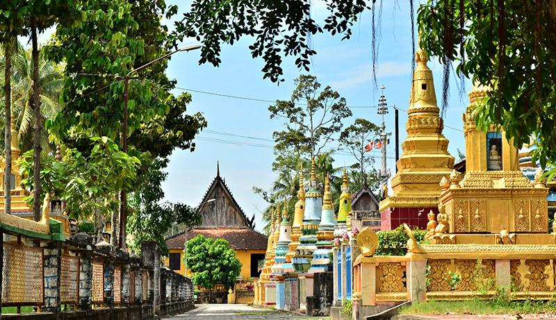 Xvây Tôn là ngôi chùa cổ được nhiều người biết đến ở miền An Giang. Ảnh: DU MIÊN