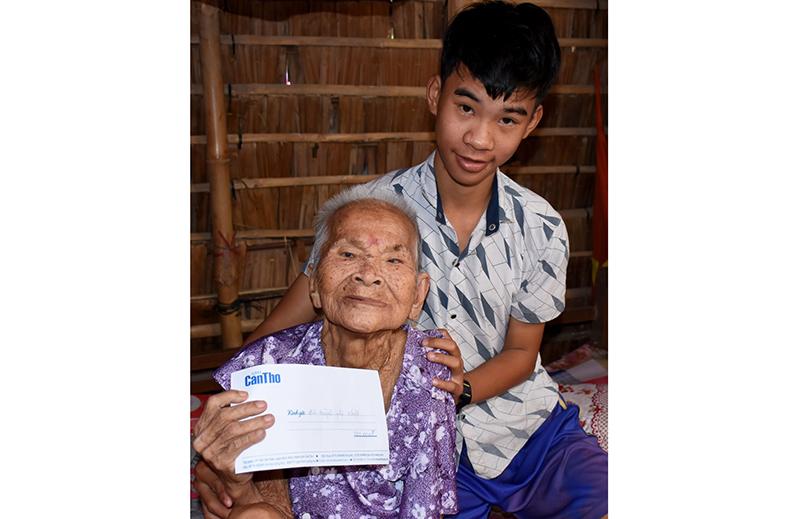 Hiện bà Huỳnh Thị Nhựt nằm liệt một chỗ. Ảnh: X.Đ
