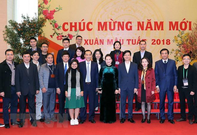 Chủ tịch tịch Quốc hội Nguyễn Thị Kim Ngân chụp ảnh lưu niệm với các đại biểu. Ảnh: Trọng Đức/TTXVN