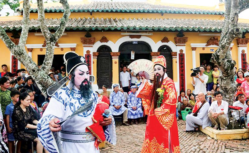 Lễ hội Kỳ yên đình Bình Thủy đang được đề nghị Bộ Văn hóa, Thể thao và Du lịch đưa vào danh mục Di sản văn hóa phi vật thể cấp quốc gia. Trong ảnh: Lễ Xây Chầu Đại Bội. Ảnh: ĐĂNG HUỲNH