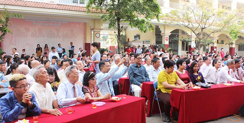 Đông đảo bà con người Hoa đến dự buổi họp mặt. Ảnh: ANH KHOA