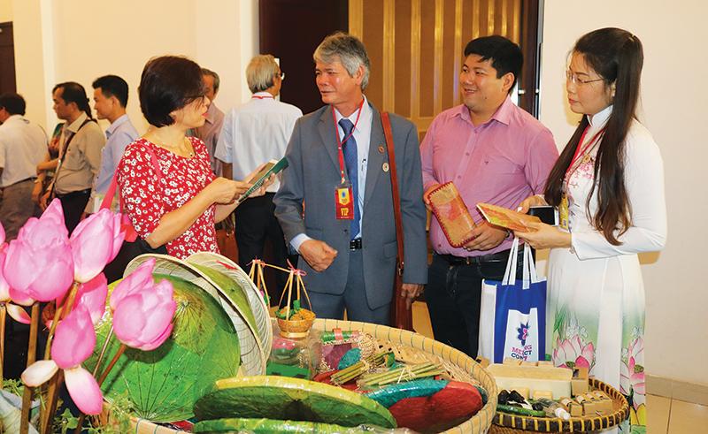 Khởi Minh Thành Công giới thiệu sản phẩm tại diễn đàn Mekong Connect năm 2017. Ảnh: MỸ HOA