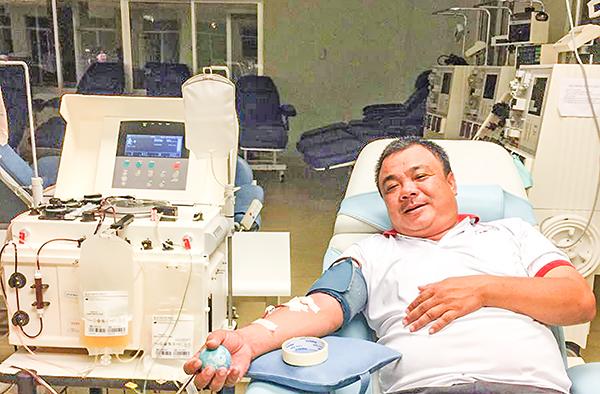 Anh Nguyễn Văn Tác đã 75 lần hiến máu, hiến tiểu cầu. Ảnh: H.HOA