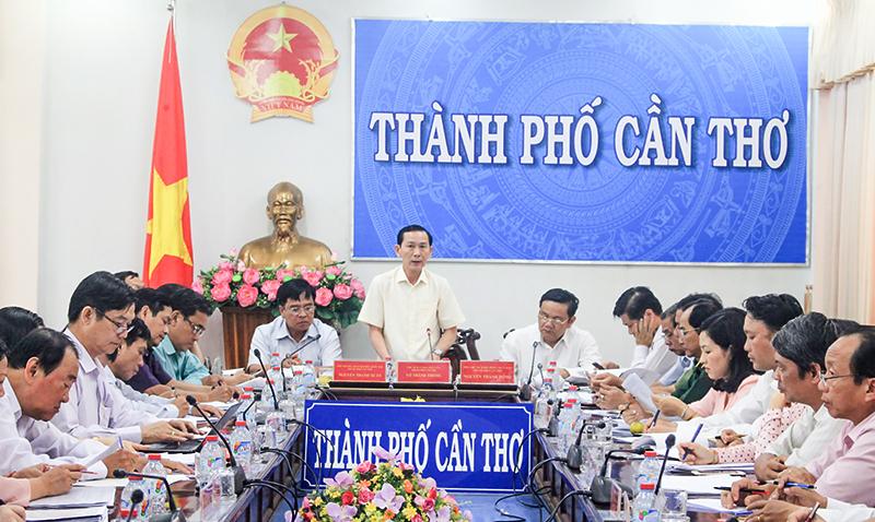 Chủ tịch UBND TP Cần Thơ Võ Thành Thống phát biểu chỉ đạo tại phiên họp. Ảnh: KHÁNH TRUNG