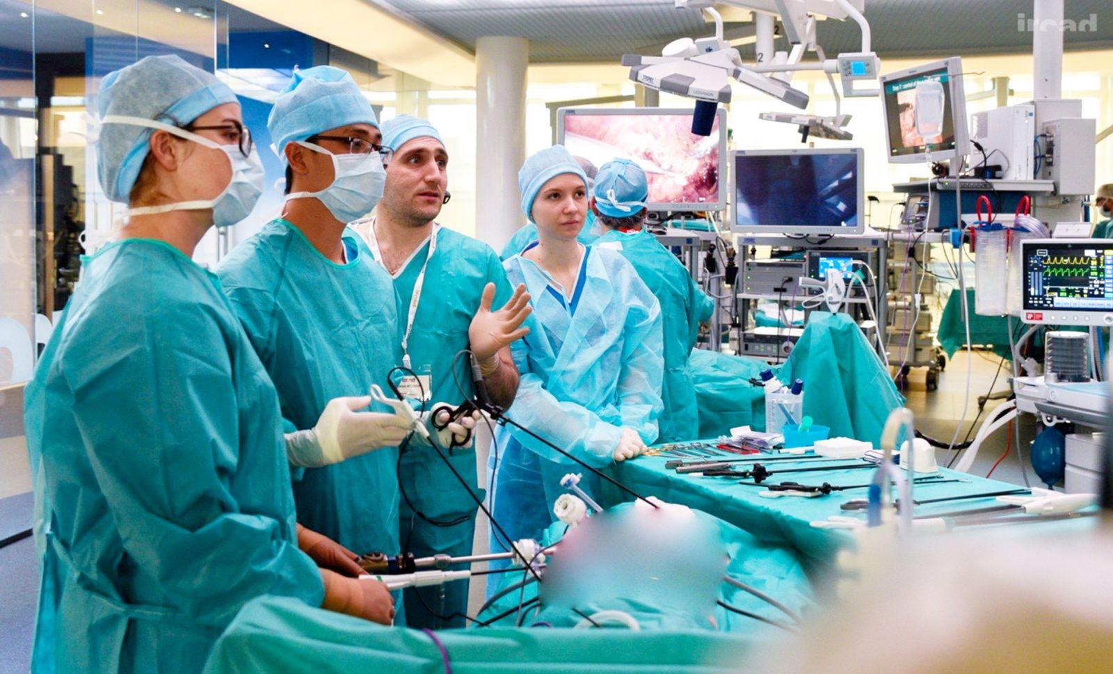 Nâng cao chất lượng phẫu thuật nội soi từ chuyến tu nghiệp tại Pháp