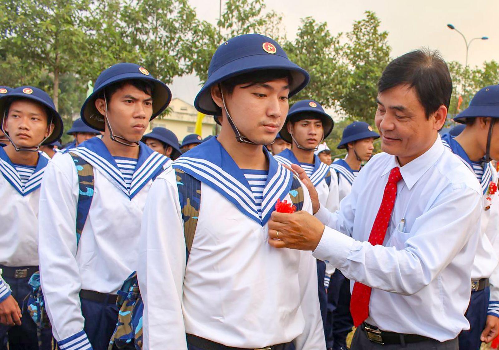 Long trọng tiễn 1.485 thanh niên lên đường nhập ngũ