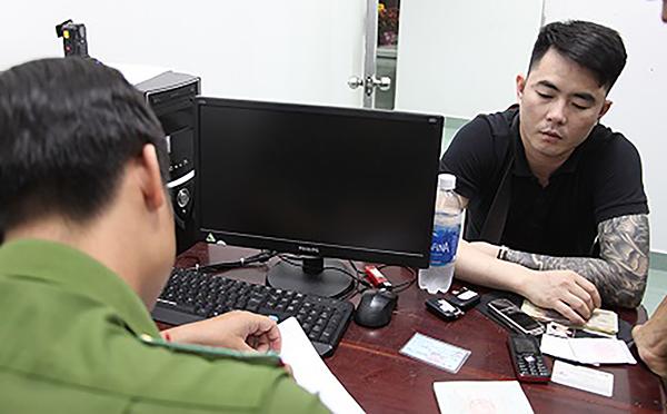 Công an đang lấy lời khai Đinh Thanh Sơn.