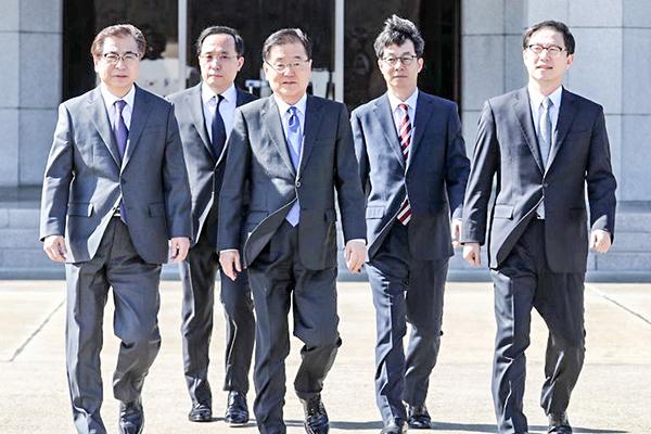 Phái đoàn đặc biệt của Hàn Quốc đến Bình Nhưỡng ngày 5-3. Ảnh: EPA