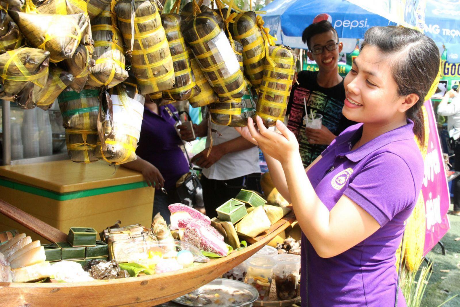 Lễ hội Bánh dân gian Nam bộ là dịp tôn vinh giá trị ẩm thực phương Nam và thu hút du khách đến với Cần Thơ. Ảnh: ĐĂNG HUỲNH