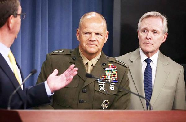 Tư lệnh Lực lượng Lính thủy Đánh bộ Mỹ, Đại tướng Robert Neller - đứng giữa. Nguồn: Getty Images