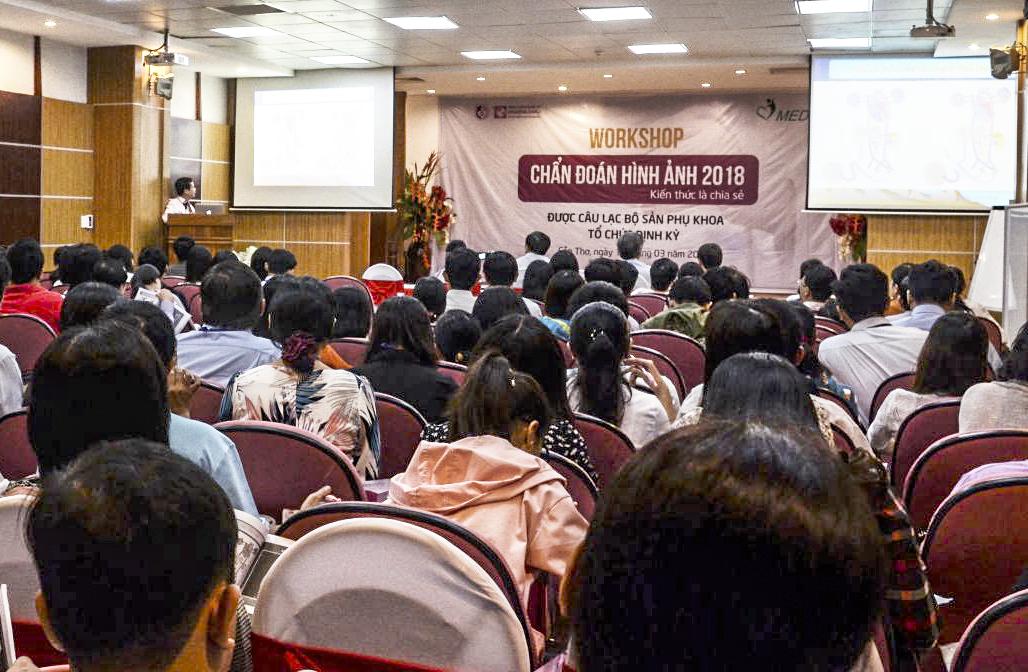 Đông đảo cán bộ y tế dự hội nghị.
