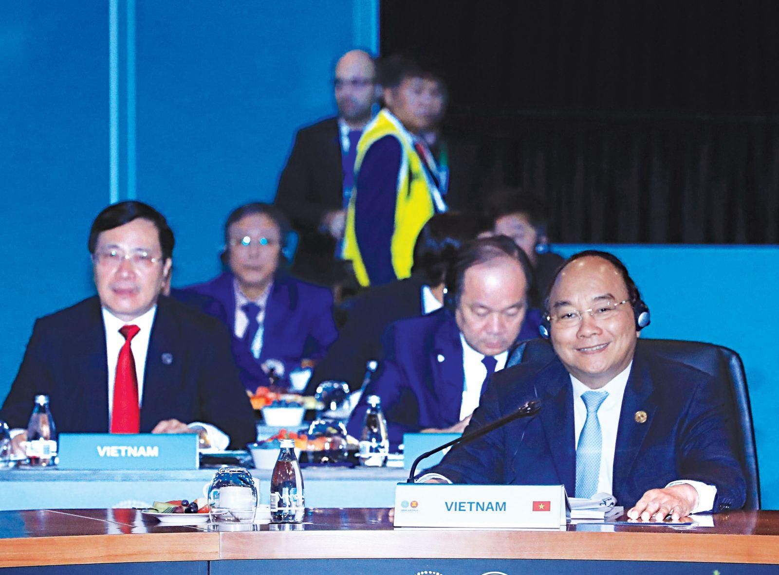 Thủ tướng Nguyễn Xuân Phúc dự Phiên họp Toàn thể về Tăng cường kết nối ASEAN-Australia, Đối tác kinh tế ASEAN-Australia và Hợp tác chống khủng bố ASEAN-Australia. Ảnh: THỐNG NHẤT-TTXVN