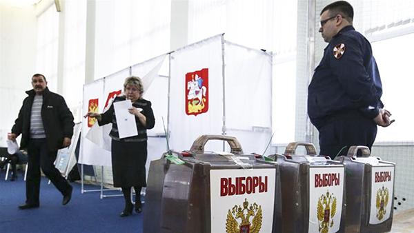 Một điểm bỏ phiếu ở Thủ đô Mát-xcơ-va. Ảnh: Reuters