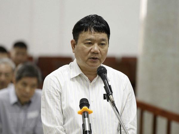 Bị cáo Đinh La Thăng trả lời các câu hỏi của Luật sư để Hội đồng xét xử xem xét toàn bộ vụ án. Ảnh: Văn Điệp - TTXVN