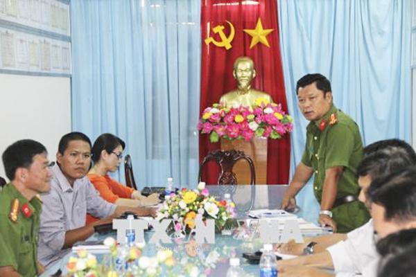 Thượng tá Phan Tấn Ca phát biểu tại buổi họp báo. Ảnh: Minh Trí-TTXVN