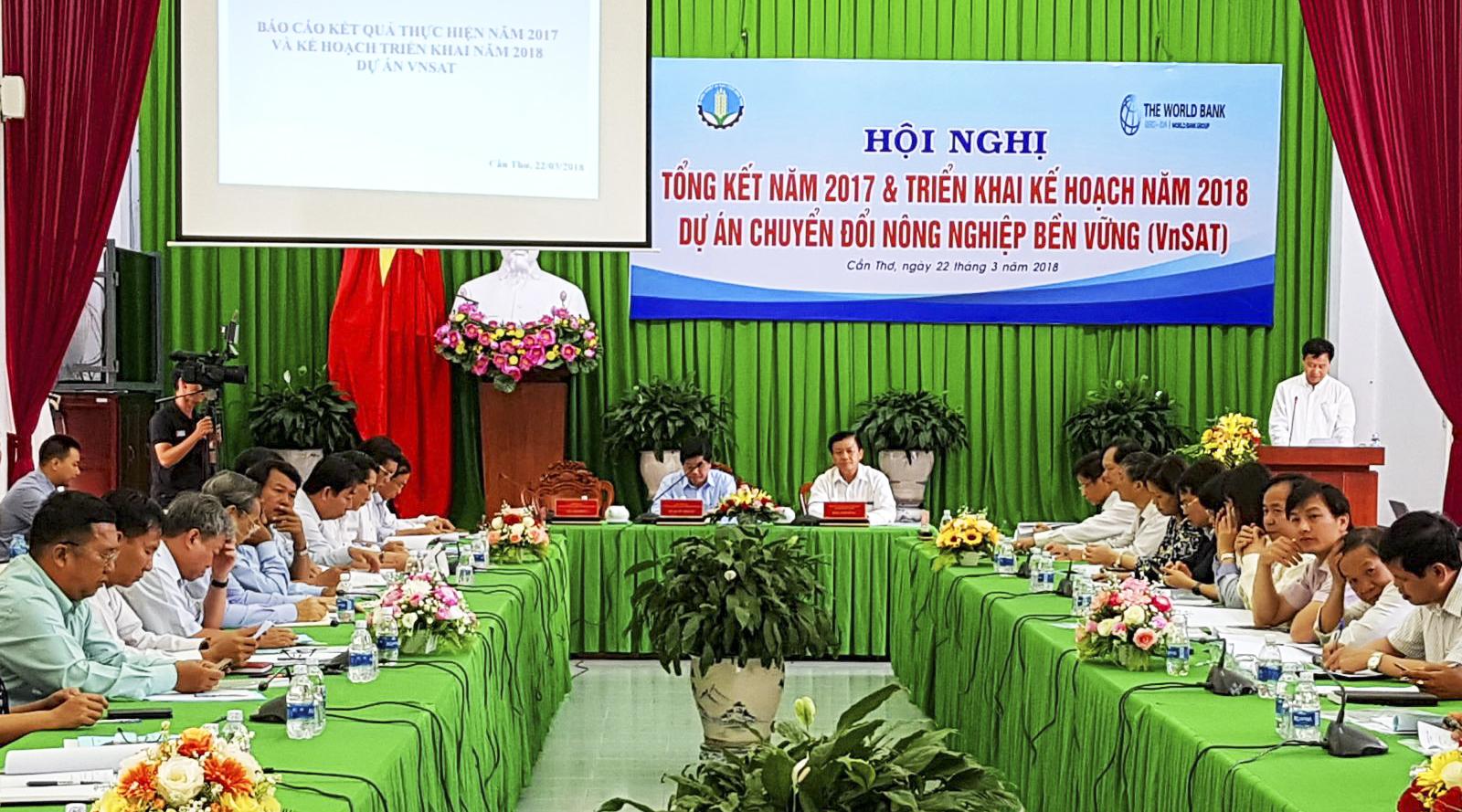 Lãnh đạo Bộ Nông nghiệp và Phát triển nông thôn, TP Cần Thơ và các tỉnh trong vùng Dự án VnSAT tham dự hội nghị. Ảnh: ANH KHOA