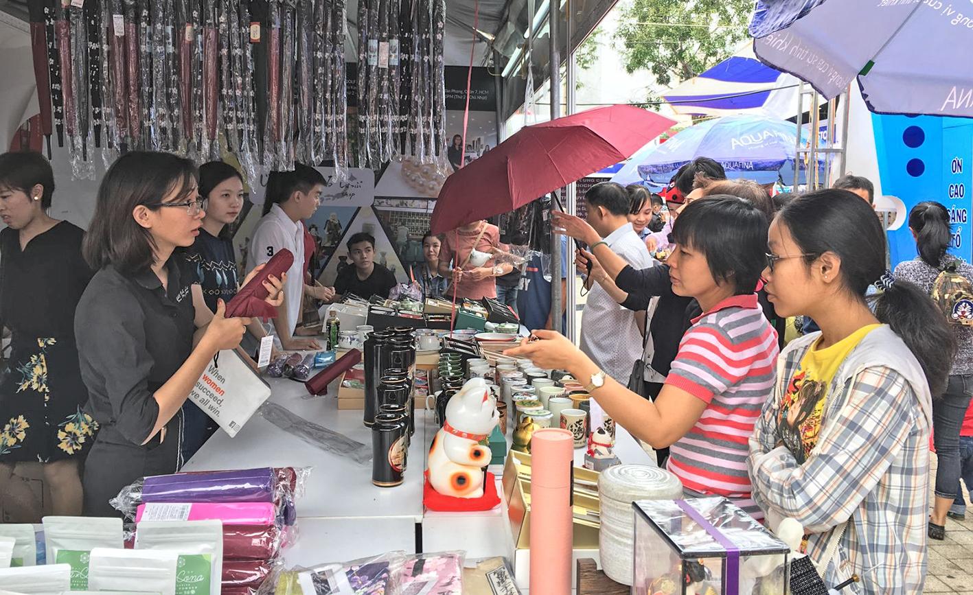 Giao thương tại Chương trình giao lưu văn hóa và thương mại Việt Nam - Nhật Bản lần thứ 3 tại TP Cần Thơ.