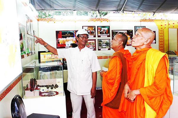 Triển lãm các thành tựu phát triển KT-XH vùng đồng bào Khmer TP Cần Thơ. Ảnh: TẤN PHÚC