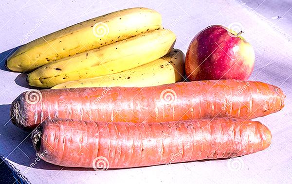 Ăn chuối, táo và cà rốt tươi sống giúp chống trầm cảm. Ảnh: Dreamstime.com