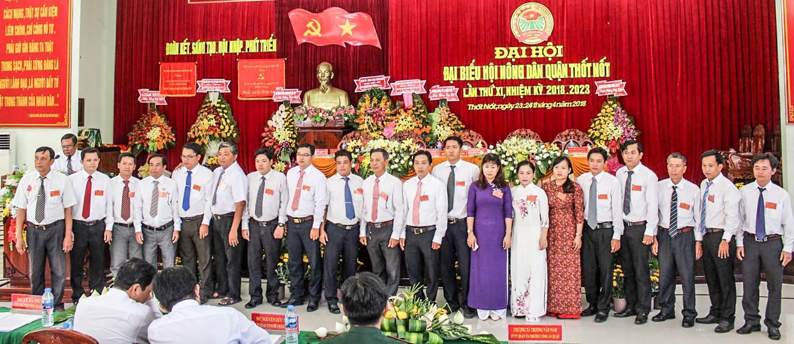 Ban Chấp hành HND quận Thốt Nốt nhiệm kỳ 2018-2023 ra mắt đại hội. Ảnh: THANH THƯ