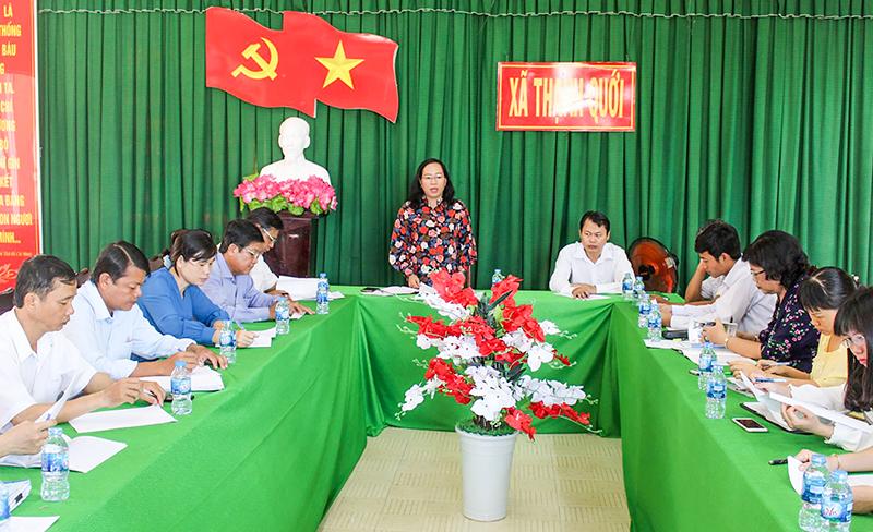 Bà Nguyễn Thúy Hằng, Phó Chủ tịch UBMTTQVN thành phố phát biểu tại buổi giám sát tại xã Thạnh Quới. Ảnh: THANH THƯ