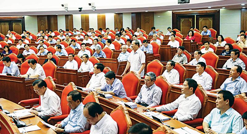 Đại biểu tham gia thảo luận tại Hội trường về Đề án Cải cách chính sách tiền lương đối với cán bộ, công chức, viên chức, lực lượng vũ trang và người lao động trong doanh nghiệp. Ảnh: PHƯƠNG HOA (TTXVN)