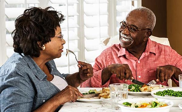 Sau 40 tuổi, bạn cần bổ sung những vitamin thiết yếu để bảo vệ sức khỏe của mình. Ảnh: Care2