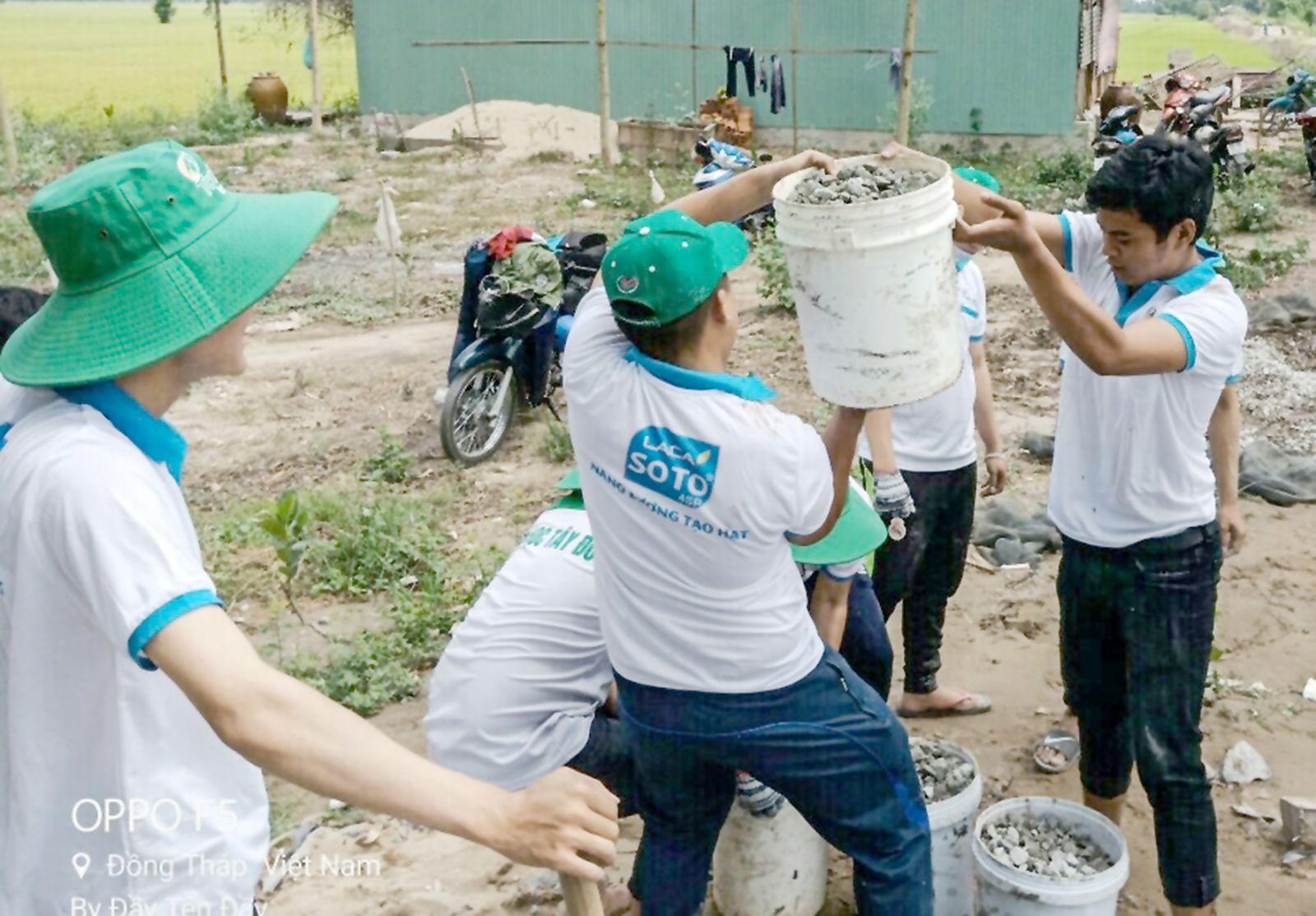 Các hoạt động tình nguyện sẽ giúp các bạn trẻ mở rộng lòng mình, giảm căng thẳng trong cuộc sống. Ảnh: CTV
