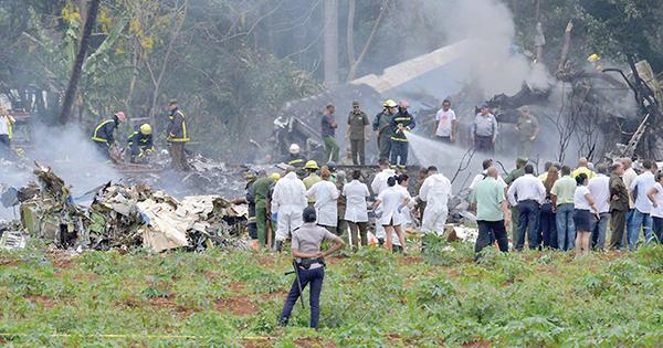 Hiện trường vụ rớt máy bay tại Cuba hôm 18-5. Ảnh: CBS News