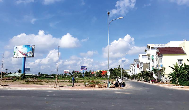 """Khởi đầu """"cơn sốt"""" thị trường bất động sản Cần Thơ từ đất nền dự án cho đến đất phân lô tự phát (ảnh chụp khu dân cư Hưng Phú 1). Ảnh: T.K"""