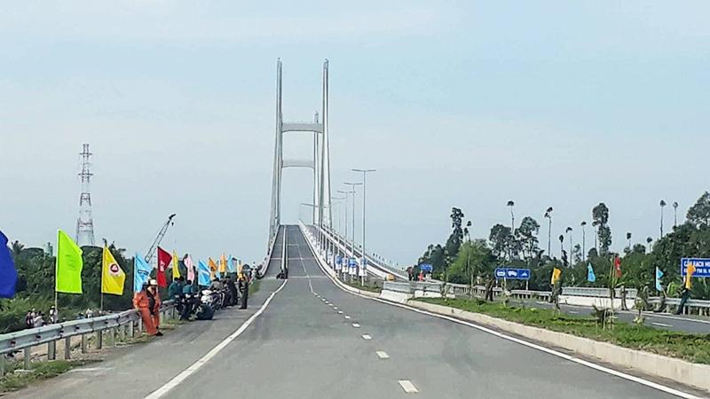 Cầu Cao Lãnh trước thời khắc khánh thành sáng 27-5-2018. Ảnh: N.HÀO