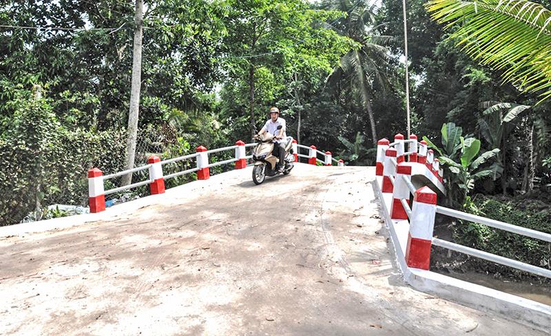 Cây cầu Trại Mai - Xoài Mật vừa được xây dựng, giúp nhân dân đi lại dễ dàng. Ảnh: ANH DŨNG