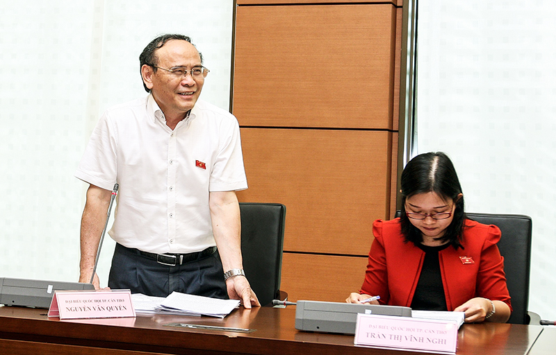 Đại biểu Quốc hội thành phố Cần Thơ Nguyễn Văn Quyền phát biểu. Ảnh: NGUYỄN DÂN –TTXVN
