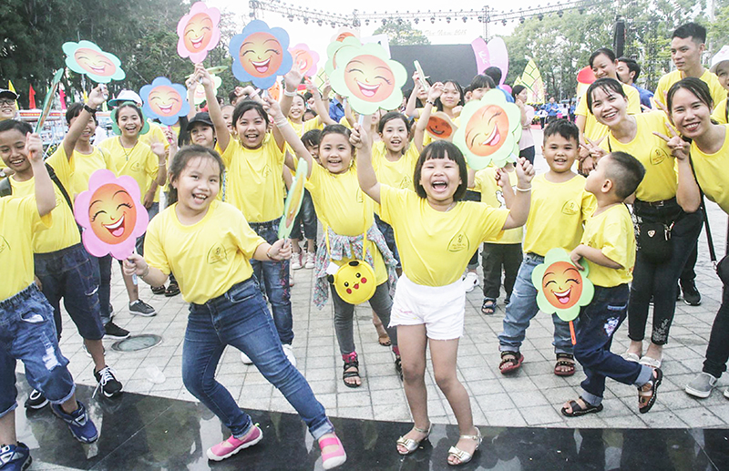 Hằng năm, Thành đoàn Cần Thơ đều tổ chức Ngày hội Tuổi thơ với nhiều hoạt động vui chơi cho thiếu nhi thành phố. Trong ảnh: Thiếu nhi TP Cần Thơ tham gia vũ hội đường phố trong khuôn khổ Ngày hội Tuổi thơ năm 2018. Ảnh: QUỐC THÁI