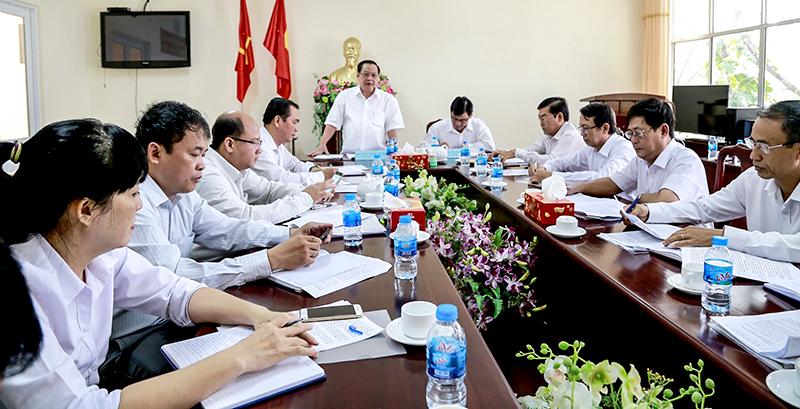 Đồng chí Trần Quốc Trung, Ủy viên Trung ương Đảng, Bí thư Thành ủy Cần Thơ phát biểu chỉ đạo tại buổi làm việc với cán bộ chủ chốt Ban Nội chính Thành ủy.