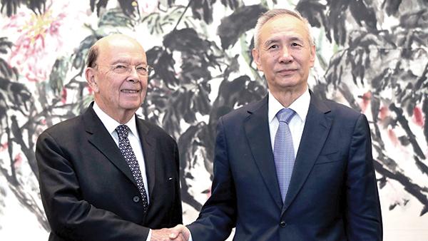 Bộ trưởng Thương mại Mỹ Ross (trái) và Phó Thủ tướng Trung Quốc Lưu Hạc. Ảnh: Irish Times